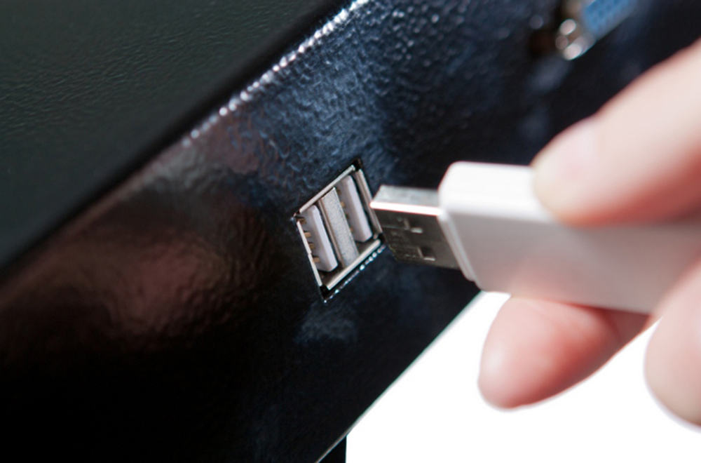 Интерактивная кафедра SMARTONE PRO15 оснащена USB входами для подключения флеш-памяти