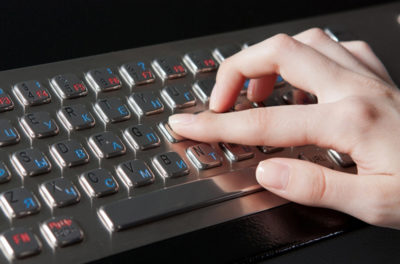 Интерактивная кафедра SMARTONE PRO15 оснащена антивандальной клавиатурой