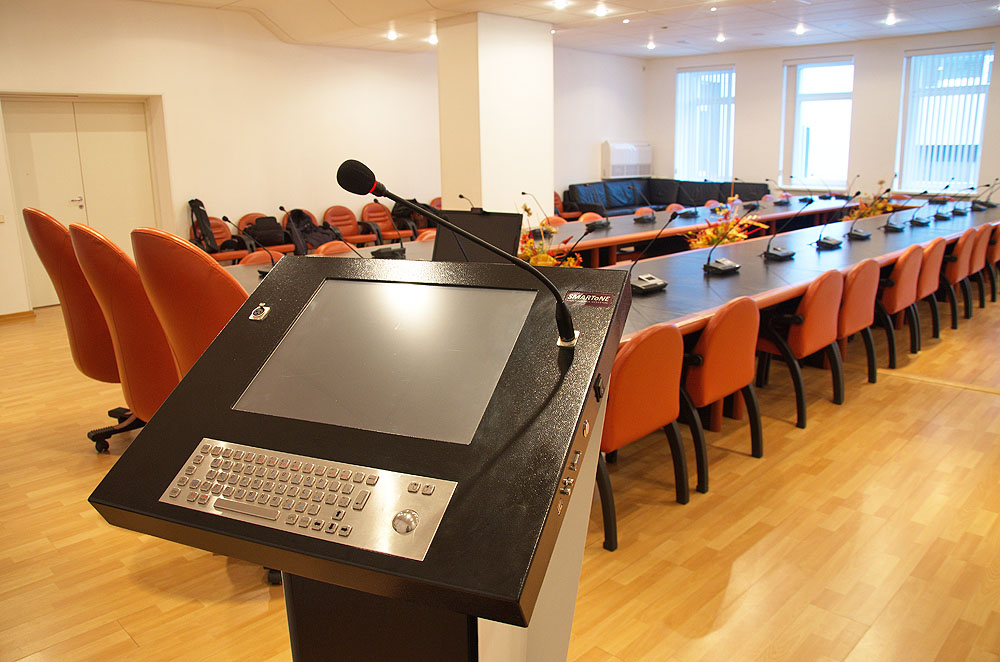 Интерактивная трибуна SMARTONE PRO15 вид со стороны докладчика