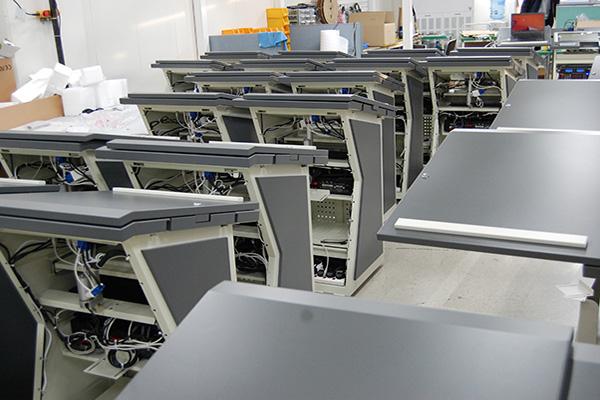 Мультимедийные трибуны PK-220SR/190SR в процессе сборки на производстве в Корее