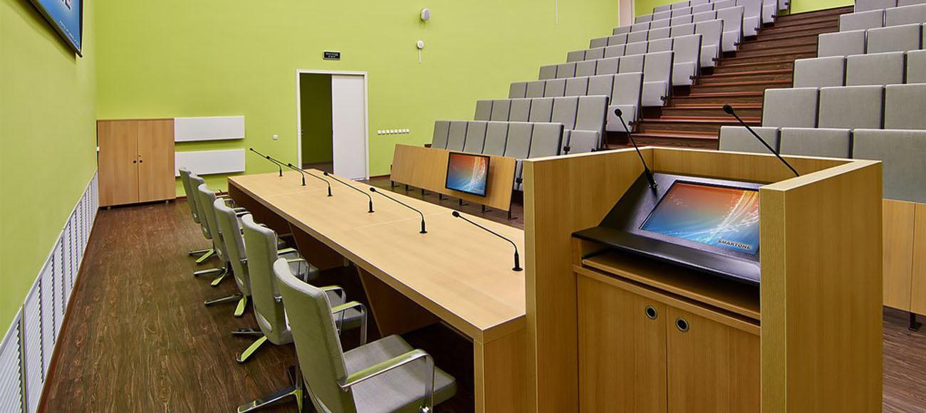 Интерактивная трибуна в аудитории университета